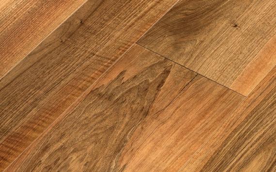 Engineered wood planks floor in European Walnut: sanded, oiled.