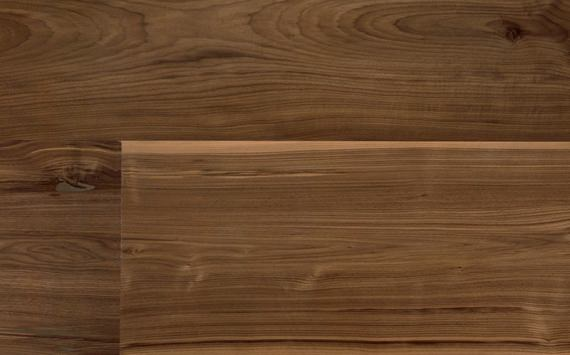Engineered wood planks Jumbo floor in American Walnut: brushed, varnished.