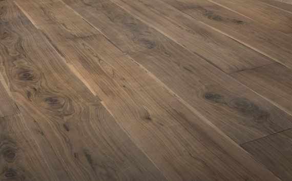 Engineered wood planks Jumbo floor in American Walnut: brushed, stained, varnished.