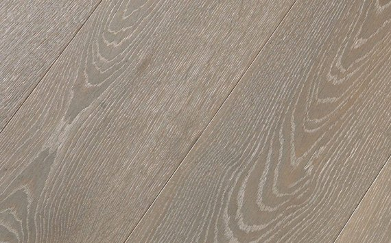 Engineered wood planks floor in Oak: brushed, stained, oiled.